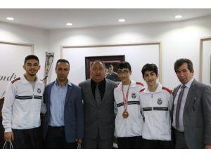 Taekwondocular Başkan Salman'ı Ziyaret Etti