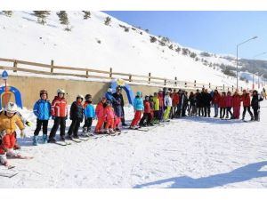SGK'dan Yoksun Ve Dezavantajlı Çocuklar'a Karne Hediyesi Kayak