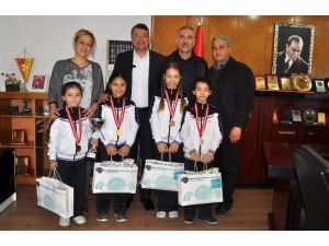Başkan Turgut, Başarılı Sporcuları Ödüllendirdi