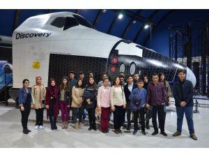 Hakkarili öğrenciler, İzmir'de uzaya çıktı