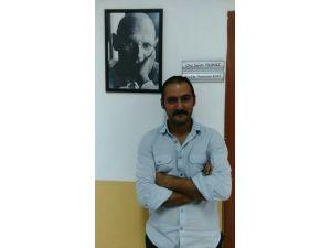 'Barış İçin Akademisyenler' bildirgesine imza attı; AÜ'den uzaklaştırıldı