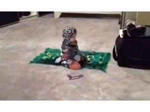 Demet Akalın'ın 2 Yaşındaki Kızı Namaz Kıldı