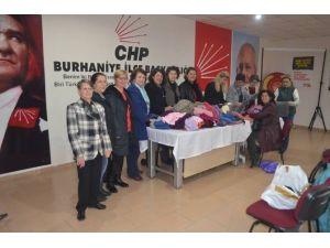 Burhaniye'de CHP Kadın Kollarından Atkı Kampanyası