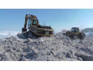 Muş'ta Kar Tepeleri Oluştu