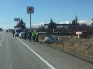 Malatya-adıyaman Karayolunda Kaza: 3 Yaralı