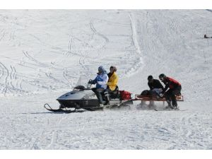 2200 Rakımda Bayılan Kayakçı Kurtarıldı