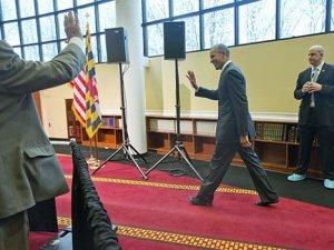 Obama Amerika'da ilk kez camiye gitti