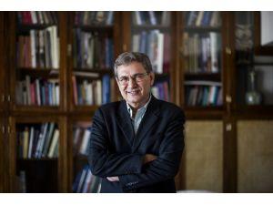 Orhan Pamuk: Devletin en tepesindeki kişiler kutuplaşmadan medet umuyor