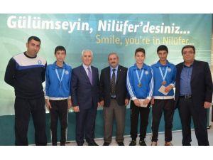 Bozbey Başarılı Atletleri Ödüllendirdi