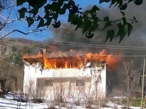 Cide'de Bir Ev Yandı