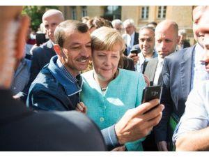 Almanya Başbakanı Merkel'e Anket Şoku