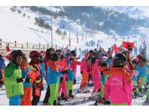 Sömestr Tatilinde Kayak Öğrenen Minik Öğrenciler Sertifikalarını Aldı
