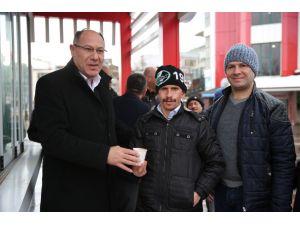 Belediyeden soğuk havalarda ücretsiz salep ikramı