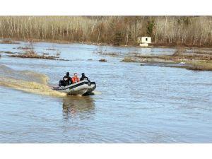 Irmakta Kaybolan Avcıyı Aramalar Sürüyor