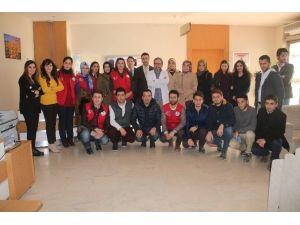 Elazığ Gençlik Merkezi Üyeleri Kanser Hastalarını Ziyaret Etti