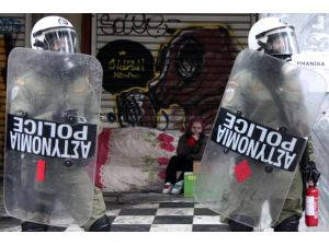 Atina'da 'sosyal sigorta' düzenlemesine Molotoflu tepki