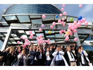 Kanseri Yenmek İçin Gökyüzüne Umut Balonları Uçurdular