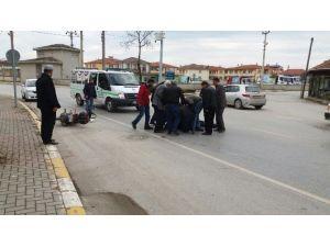Sakarya'da Otomobil Motosiklete Çarptı: 1 Yaralı