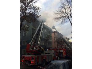 Başkent'te çatı katı alev alev yandı