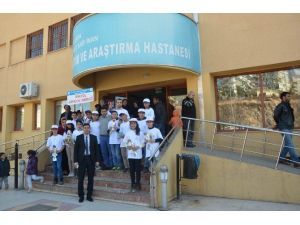 Öğrenciler Kanser Hastalarını Ziyaret Etti