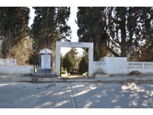 Nazilli'de Mezarlık Düzenleme Çalışmaları Sürüyor