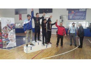 Körfez Belediyesi Güreşte Başarı Kazanmayı Sürdürüyor
