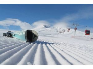 Erciyes'te Kayak Keyfine Rüzgar Engeli