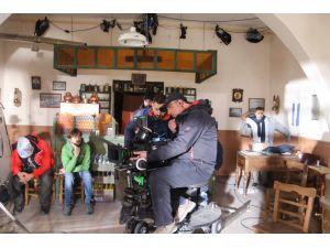 'Reis' filmi çekim ekibi, bölge esnafı ile karakolluk oldu