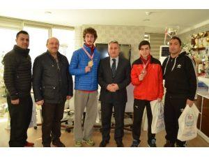 Şampiyon Taekvondocuları Kutladı