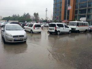 İzmir'de sağanak günlük hayatı olumsuz etkiledi
