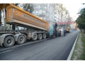 Adana'da asfalt ve bordür çalışması