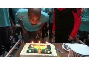 Sylvestre'ye Doğum Günü Sürprizi