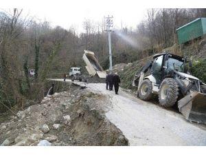 Sapanca Belediyesi Dibektaş Mahallesi Yollarını Onarıyor