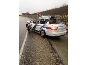 Jandarma aracına TIR çarptı: 2 astsubay yaralı