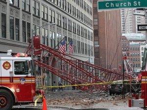New York'ta inşaat vinci devrildi: 1 ölü, 2 yaralı