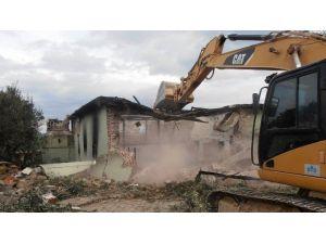 Misakça'da Cami Enkazı Kaldırılıyor