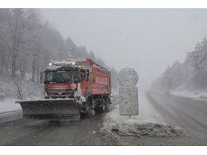 Bolu Dağı'da Tipi Şeklinde Kar Yağışı Başladı