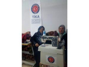 Kerkük'te Altınköprü Türkmen Kadınlar Birliği Atölyesine Dikiş Makinası Ve Dikiş Malzemesi Desteği