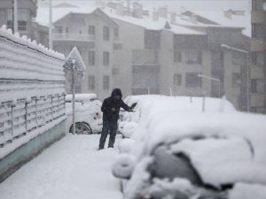 Kar Yağışı, Ankara'da Hayatı Durma Noktasına Getirdi