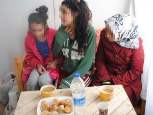 Sur'da mahsur kalan anne ile 2 kızını jandarma kurtardı