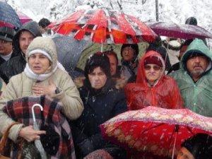 Kılıçdaroğlu, Evinin Önünde Protesto Edildi