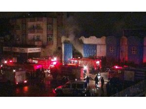 Gaziantep'te İnşaat Malzemeleri Satılan Depoda Yangın Çıktı