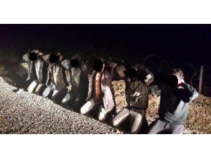 Türkiye'ye Geçmeye Çalışan 6 IŞİD Militanı Yakalandı