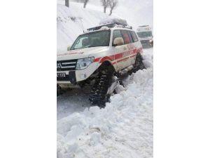 Karlı Yolda Mahsur Kalan Sağlık Ekipleri Kurtarıldı