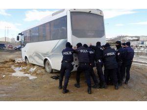 Çevik Kuvvet Polisi Kuvvetini Gösterdi