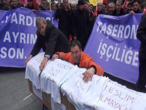 Taşeron işçilerden tabutlu eylem