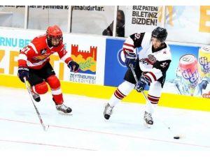 Şampiyon Buz Hokeyi Takımından Farklı Galibiyet