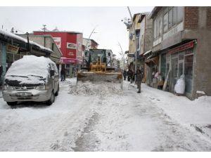 Pasinler Belediyesi Karla Mücadele Ediyor