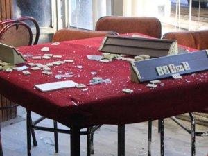 Adana Demirspor taraftarları taşlarla saldırdı