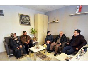 Umreye Giden Çiftten Başkan Çetin'e Teşekkür Ziyareti